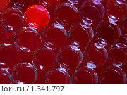 Купить «Абстрактный фон из одинаковых прозрачных шаров на красном фони и один из них отличается цветом», фото № 1341797, снято 2 января 2010 г. (c) Александр Куличенко / Фотобанк Лори
