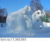 """Купить «Ледяные скульптуры в Снежном городке. Парк """"Сокольники"""", Москва», эксклюзивное фото № 1343061, снято 4 января 2010 г. (c) lana1501 / Фотобанк Лори"""