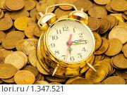Купить «Часы и монеты», фото № 1347521, снято 22 февраля 2009 г. (c) Elnur / Фотобанк Лори