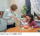 Купить «Конфликт на кухне», фото № 1348137, снято 5 января 2010 г. (c) Кристина Викулова / Фотобанк Лори