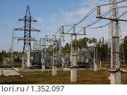 Купить «Шинопровод на открытом распредустройстве подстанции», фото № 1352097, снято 10 сентября 2009 г. (c) Андрей Николаев / Фотобанк Лори