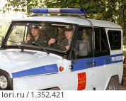 Купить «Экипаж патрульно-постовой службы», фото № 1352421, снято 17 августа 2009 г. (c) Андрей Ярцев / Фотобанк Лори