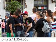 Купить «Милаццо. Молодёжная компания», фото № 1354565, снято 20 сентября 2009 г. (c) Юрий Синицын / Фотобанк Лори