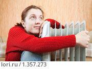 Купить «Девушка у батареи», фото № 1357273, снято 18 декабря 2009 г. (c) Яков Филимонов / Фотобанк Лори