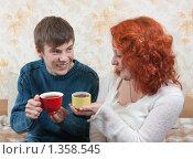 Купить «Сын и мама пьют чай дома», фото № 1358545, снято 30 сентября 2009 г. (c) Дарья Филимонова / Фотобанк Лори