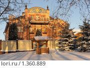 Загородный дом с колодцем зимой. Стоковое фото, фотограф Оксана Sk / Фотобанк Лори