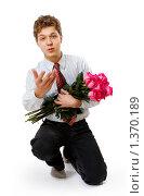 Купить «Молодой человек с букетом роз», фото № 1370189, снято 2 марта 2009 г. (c) Алена Роот / Фотобанк Лори