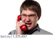 Купить «Молодой мужчина кричит в трубку старого стационарного телефона», фото № 1375897, снято 6 декабря 2009 г. (c) Наталья Белотелова / Фотобанк Лори