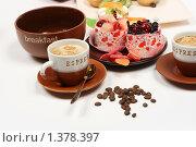 Купить «Кофе и сладости», фото № 1378397, снято 28 июля 2009 г. (c) Елисей Воврженчик / Фотобанк Лори