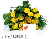 Букет желтых роз и открытка с сердечком. Стоковое фото, фотограф Виталий Радунцев / Фотобанк Лори