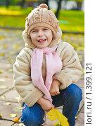 Купить «Девочка в осеннем парке», фото № 1399121, снято 13 октября 2009 г. (c) Papoyan Irina / Фотобанк Лори