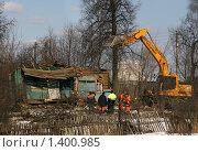 Купить «Снос деревенского дома», фото № 1400985, снято 27 марта 2009 г. (c) Антон Алябьев / Фотобанк Лори
