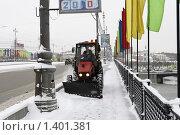 Купить «Москва, дворник», эксклюзивное фото № 1401381, снято 16 декабря 2009 г. (c) Дмитрий Неумоин / Фотобанк Лори