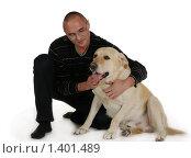Человек с собакой на белом фоне. Стоковое фото, фотограф Дарья Колесникова / Фотобанк Лори