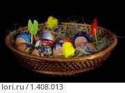 Пасхальные яйца в корзине на темном фоне. Стоковое фото, фотограф Александр Евсюков / Фотобанк Лори