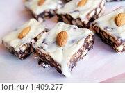Шоколадные пирожные с орехами. Стоковое фото, фотограф Татьяна Емшанова / Фотобанк Лори