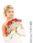 Купить «Красивая невеста с букетом красных роз», фото № 1411465, снято 18 августа 2008 г. (c) Andrejs Pidjass / Фотобанк Лори