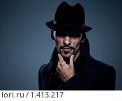 Купить «Загадочный мужчина в шляпе», фото № 1413217, снято 5 октября 2009 г. (c) Andrejs Pidjass / Фотобанк Лори