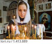 Купить «Девушка ставит свечку в православном храме», фото № 1413889, снято 24 января 2010 г. (c) Андрей Ярославцев / Фотобанк Лори