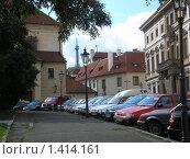 Парковка автомобилей (2007 год). Редакционное фото, фотограф Кирилл Пирязев / Фотобанк Лори