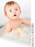 Купить «Девочка купается в ванне», фото № 1415841, снято 29 ноября 2009 г. (c) Ольга С. / Фотобанк Лори