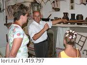 Купить «Экскурсия по краеведческому музею г. Скадовска», эксклюзивное фото № 1419797, снято 21 июня 2007 г. (c) Вячеслав Палес / Фотобанк Лори