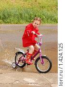 Девочка на велосипеде, фото № 1424125, снято 11 июня 2009 г. (c) Никонор Дифотин / Фотобанк Лори