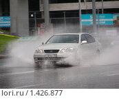 Купить «Машина едет по мокрой дороге после сильного дождя», эксклюзивное фото № 1426877, снято 11 июня 2009 г. (c) lana1501 / Фотобанк Лори