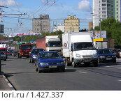 Купить «Москва. Транспорт едет по Щелковскому шоссе», эксклюзивное фото № 1427337, снято 26 августа 2009 г. (c) lana1501 / Фотобанк Лори