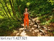 Туристка заблудилась в лесу. Стоковое фото, фотограф Andrejs Pidjass / Фотобанк Лори