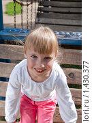 Девочка на детской площадке. Стоковое фото, фотограф Матвеева Наталья / Фотобанк Лори