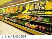 Купить «Прилавки с фруктами и овощами в супермаркете», фото № 1430861, снято 3 декабря 2007 г. (c) Andrejs Pidjass / Фотобанк Лори