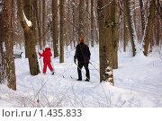 Купить «Лыжная прогулка», фото № 1435833, снято 30 января 2010 г. (c) Елена Ильина / Фотобанк Лори