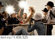 Купить «Красивая блондинка и вспышки фотокамер», фото № 1436525, снято 11 августа 2007 г. (c) Andrejs Pidjass / Фотобанк Лори
