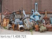 Свалка отработанной запорной арматуры. Стоковое фото, фотограф Карташов Евгений / Фотобанк Лори