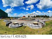 Купить «Площадь с фонтаном в центре Томска», фото № 1439625, снято 3 августа 2008 г. (c) Михаил Марковский / Фотобанк Лори