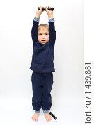 Гимнастика с гантелями. Стоковое фото, фотограф Kribli-Krabli / Фотобанк Лори