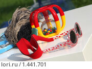 Купить «Детские солнечные очки, погремушка», фото № 1441701, снято 14 сентября 2009 г. (c) Бельская (Ненько) Анастасия / Фотобанк Лори