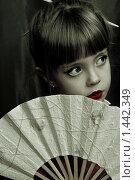 Девочка с веером. Стоковое фото, фотограф Сунгатулина Эльвира / Фотобанк Лори