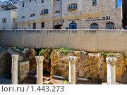 Купить «Израиль. Часть подземной и наземной улицы Иерусалима. Колонны византийского периода на улице Кардо в Еврейском квартале.», фото № 1443273, снято 17 января 2010 г. (c) Светлана Силецкая / Фотобанк Лори