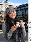 Купить «Девушка пьет кофе на улице. Франция», фото № 1443393, снято 24 января 2010 г. (c) Сергей Новиков / Фотобанк Лори