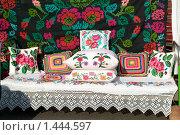 Купить «Вышивка, кружево, ковер и постель в быту, Беларусь», фото № 1444597, снято 3 октября 2009 г. (c) Владимир Фаевцов / Фотобанк Лори