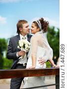 Купить «На свадебной прогулке», фото № 1447689, снято 27 июня 2009 г. (c) Сергей Рыжов / Фотобанк Лори