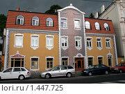 Купить «Интересный фасад дома», эксклюзивное фото № 1447725, снято 4 июня 2008 г. (c) Роман Коротков / Фотобанк Лори
