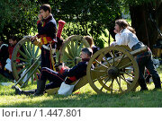 Купить «Артиллеристы  1812 года», фото № 1447801, снято 26 июля 2008 г. (c) Владимир Фаевцов / Фотобанк Лори