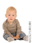 Купить «Ребенок на белом фоне», фото № 1451981, снято 30 августа 2008 г. (c) Валентин Мосичев / Фотобанк Лори
