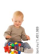 Купить «Играющий мальчик», фото № 1451989, снято 30 августа 2008 г. (c) Валентин Мосичев / Фотобанк Лори