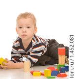 Купить «Мальчик играет в конструктор», фото № 1452081, снято 29 ноября 2008 г. (c) Валентин Мосичев / Фотобанк Лори