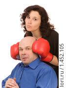 Купить «Женщина в борцовских перчатках и напуганный мужчина», фото № 1452105, снято 14 февраля 2009 г. (c) Валентин Мосичев / Фотобанк Лори