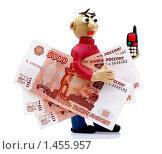 """Купить «""""Люди и деньги"""". Человек с пятитысячными купюрами и телефоном», эксклюзивное фото № 1455957, снято 6 февраля 2010 г. (c) Юрий Морозов / Фотобанк Лори"""